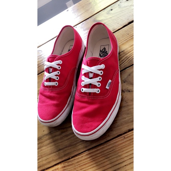 cc1333a3cd34 Men s size 10 authentic red Vans canvas sneakers. M 5b82ac76283095d334edac23